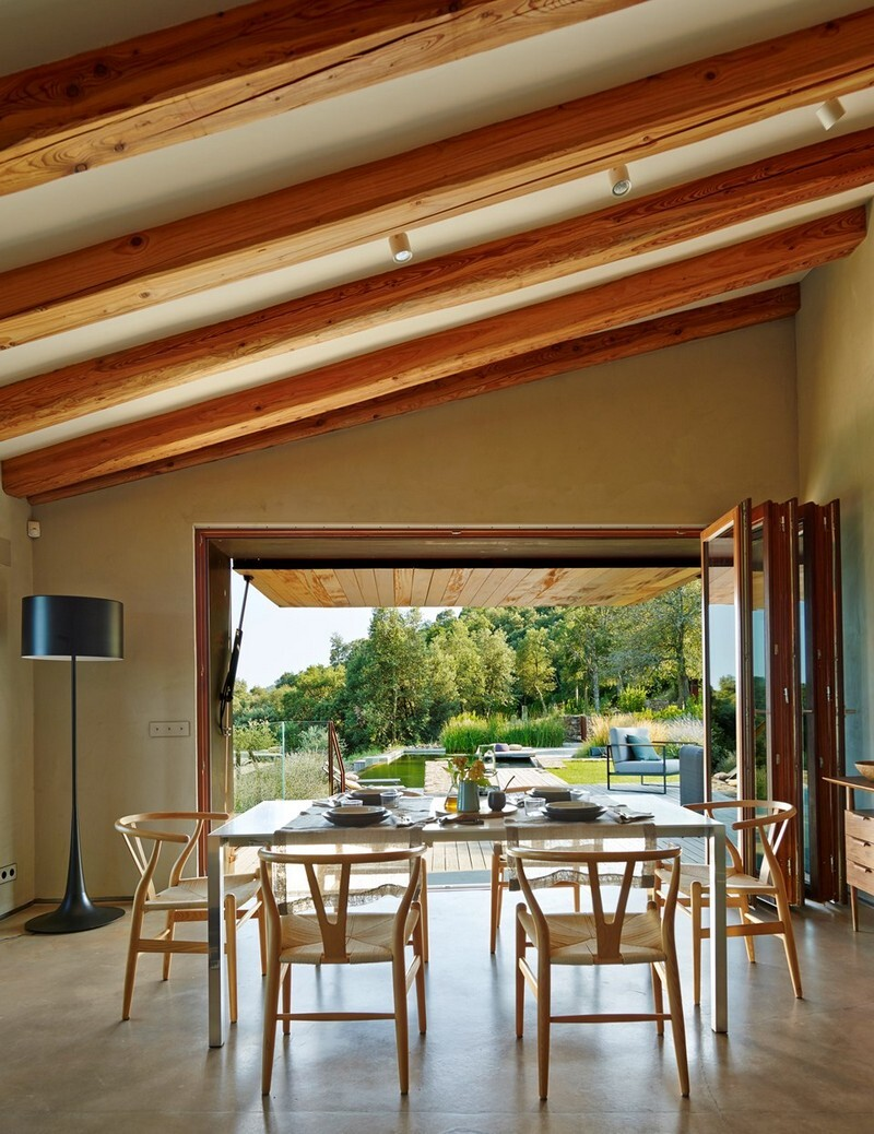 Gavarres Weekend Home - Spectacular Renovation of an Old Farmhouse (5)