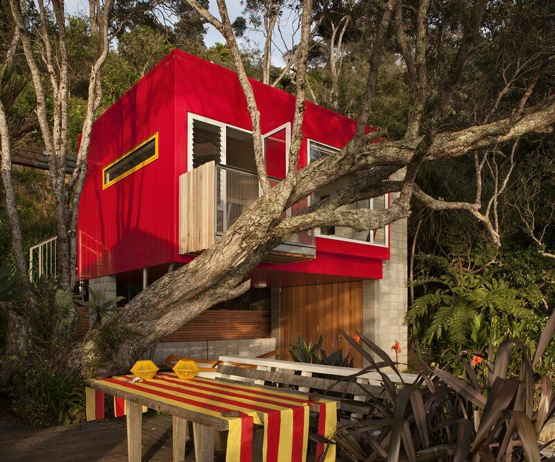 Arruba Bach - Exciting and Vibrant Treehouse by Bossley Architects (9)