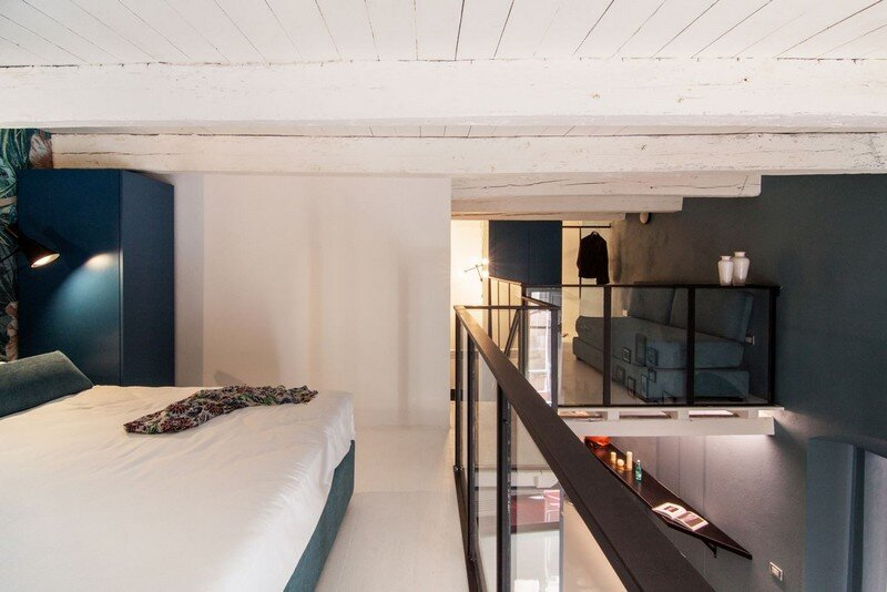 Cobalt Apartment by Mauro and Matteo Soddu Italy (8)