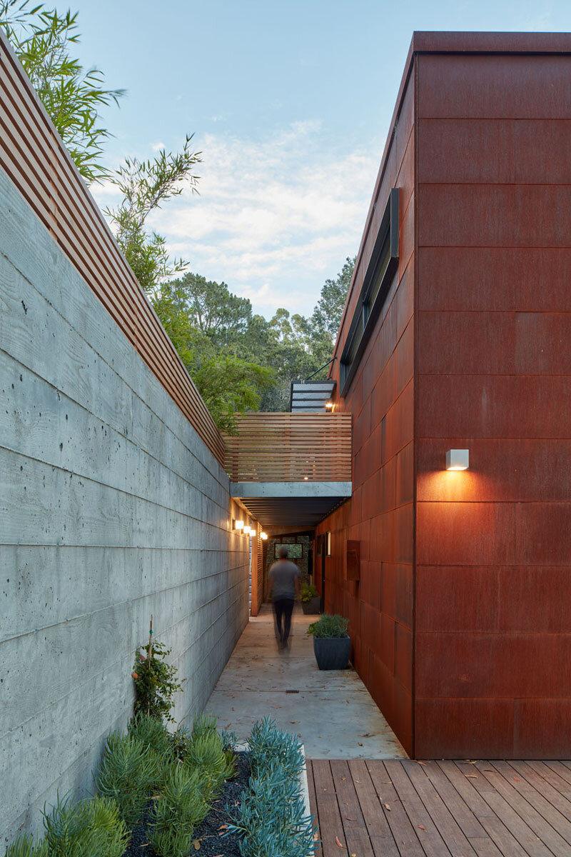 Hillside Residence by Zack de Vito Architecture California (10)