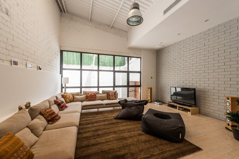 Industrial Space Transformed into a Habitable Loft for a Family of Three (17)