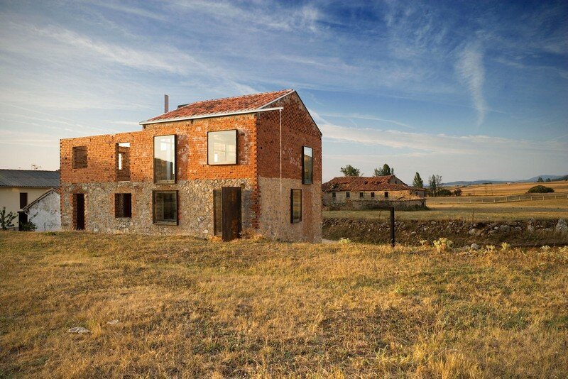 La Ruina Habitada by Jesus Castillo Oli (1)