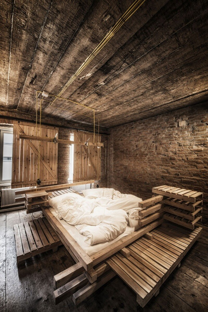 Viennese Guest Room - Raw Feel and Old Industrial Charm (10)