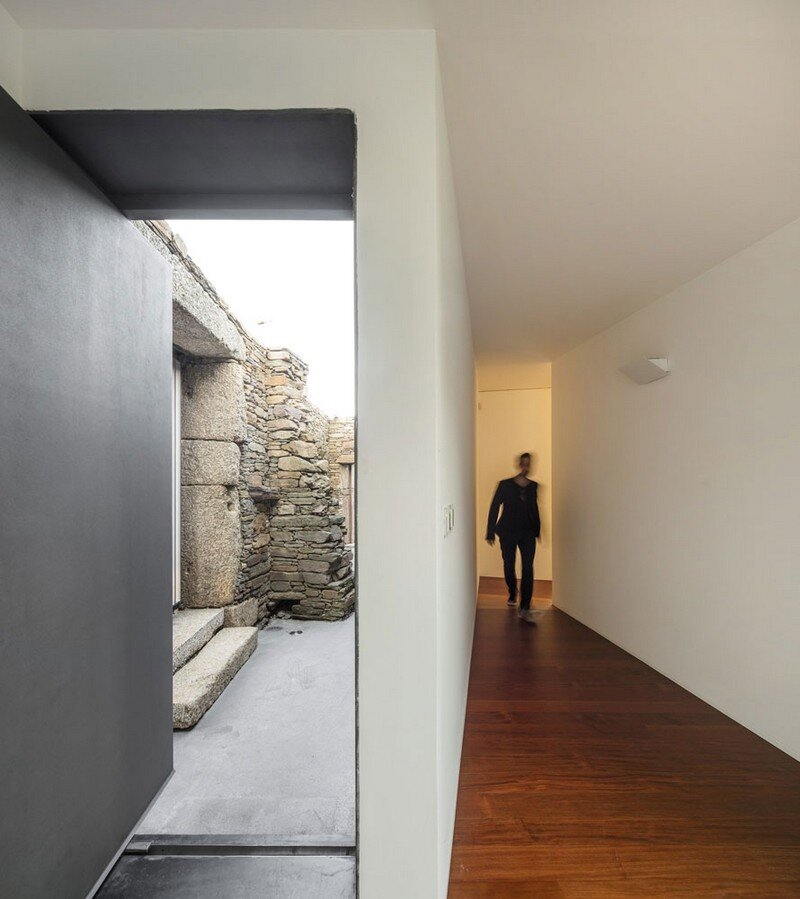 Vigario House is a Dialog Between Old and New (18)