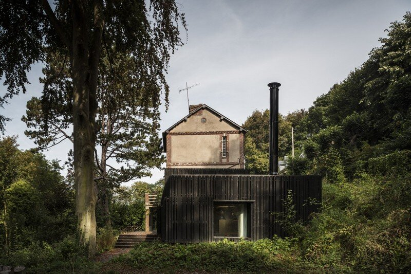 Black Wood House by Marchi Architectes (1)