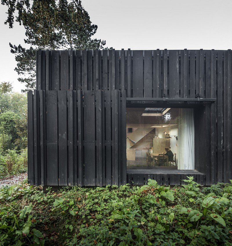 Black Wood House by Marchi Architectes (13)
