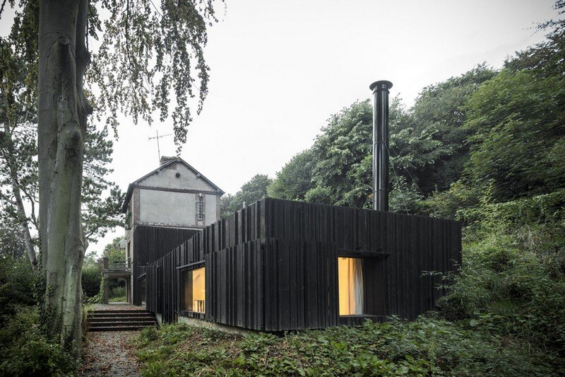 Black Wood House by Marchi Architectes (17)