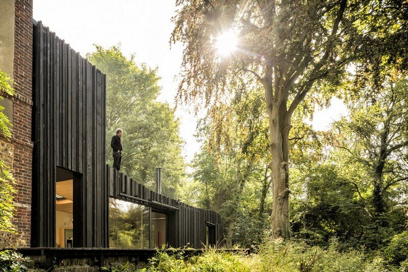 Black Wood House by Marchi Architectes (18)