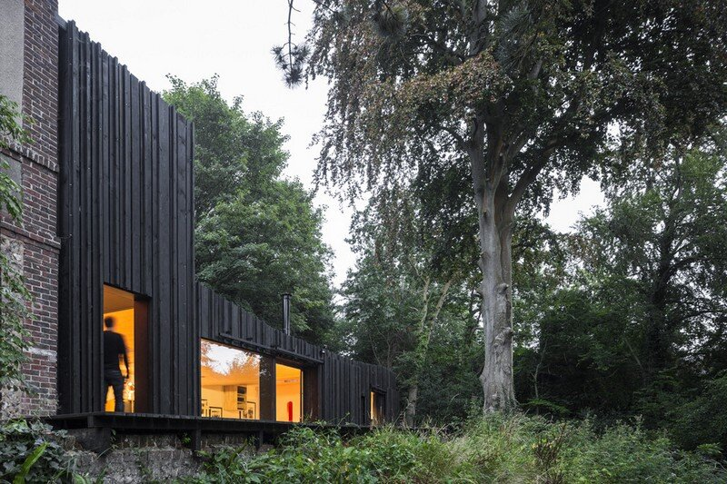 Black Wood House by Marchi Architectes (19)