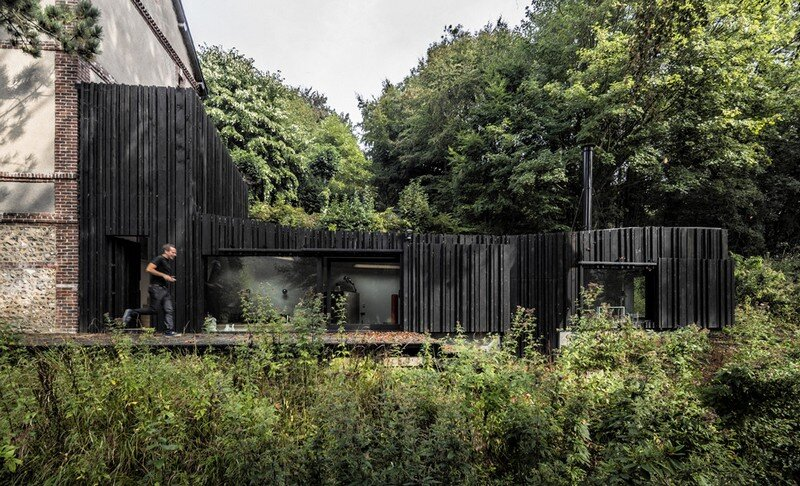 Black Wood House by Marchi Architectes (3)