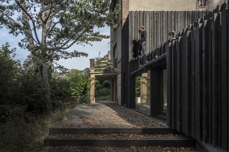 Black Wood House by Marchi Architectes (5)