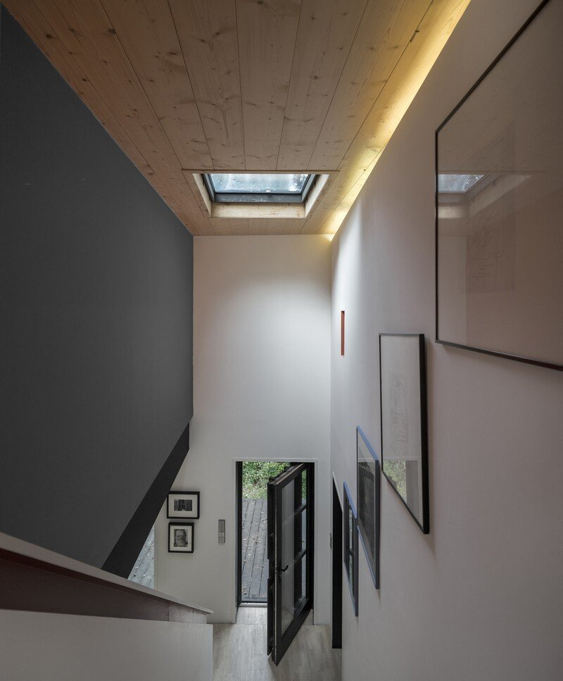 Black Wood House by Marchi Architectes (8)