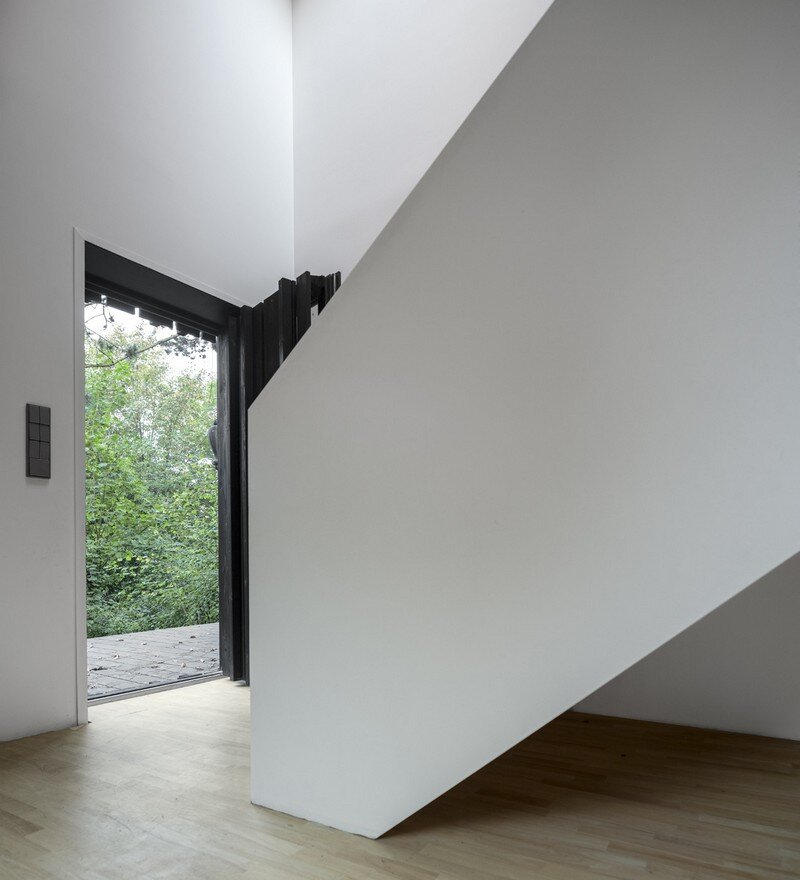 Black Wood House by Marchi Architectes (9)