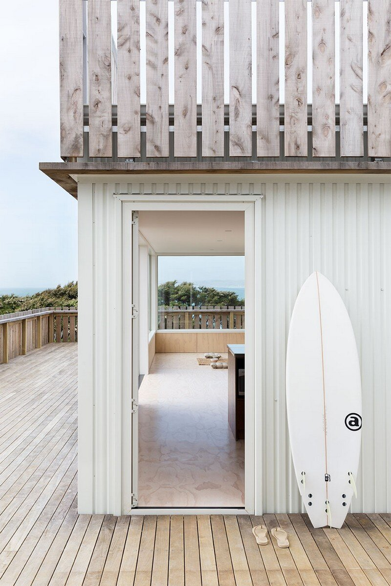 Crowsnest was Designed as a Home for Surfers Red Architecture (9)