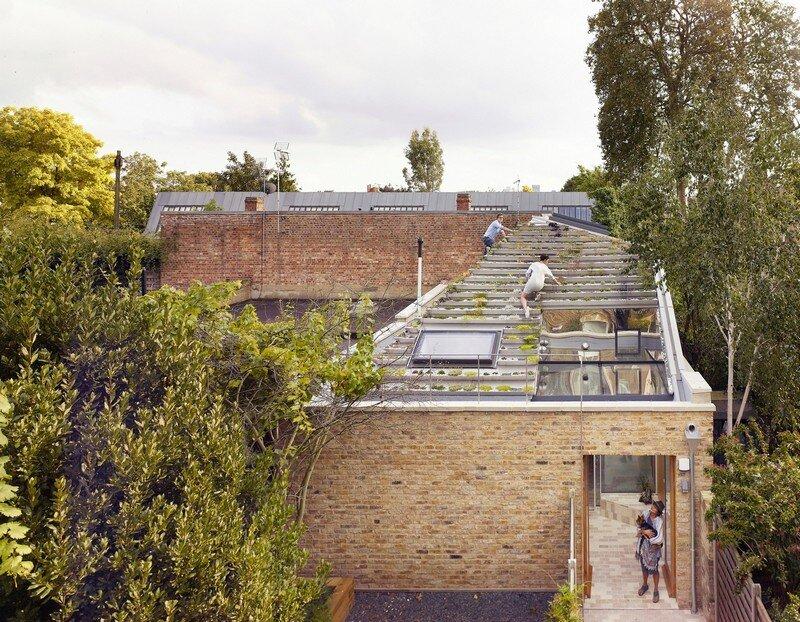 Garden House Under a 'Hanging-Basket' Roof Hayhurst (1)