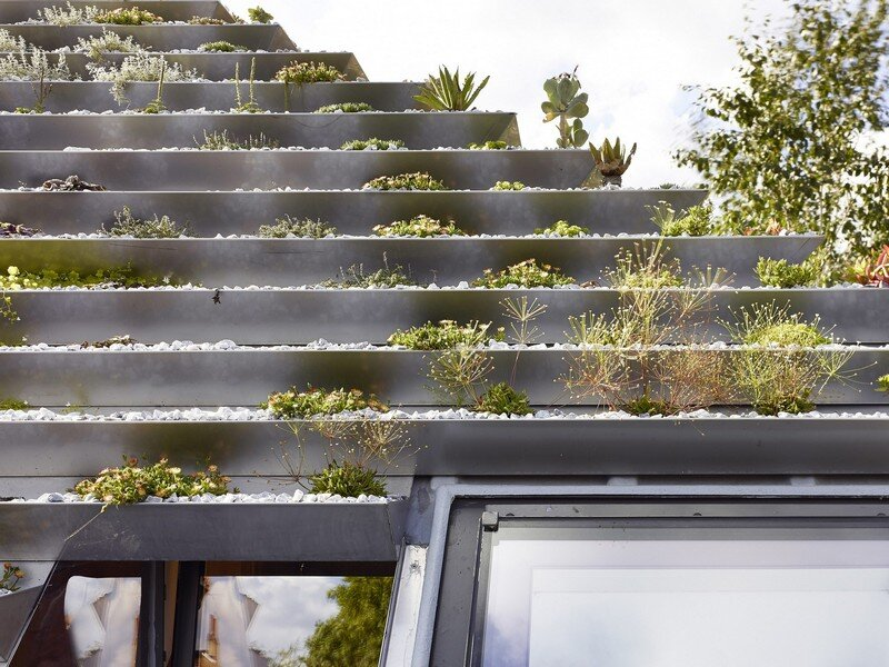 Garden House Under a 'Hanging-Basket' Roof Hayhurst (10)