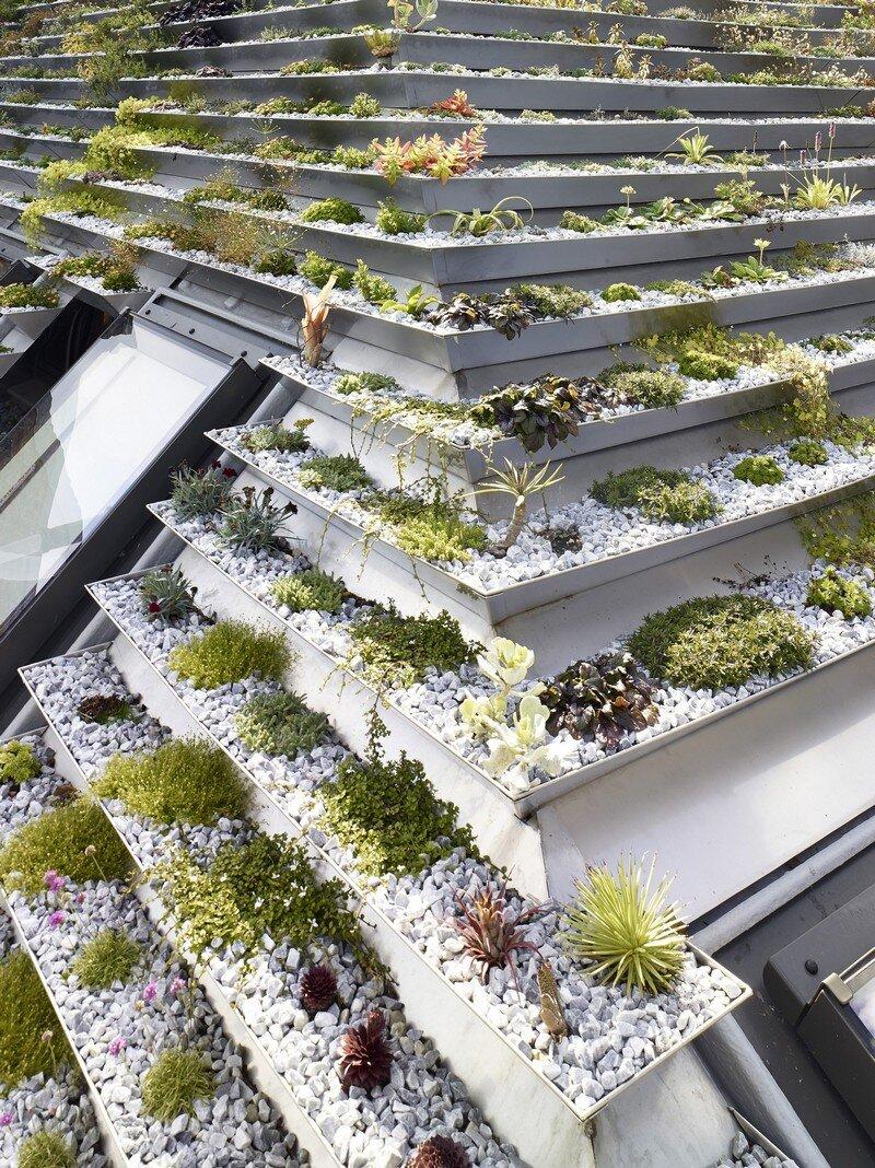 Garden House Under a 'Hanging-Basket' Roof Hayhurst (12)