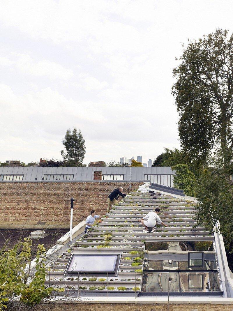 Garden House Under a 'Hanging-Basket' Roof Hayhurst (24)
