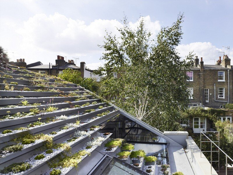 Garden House Under a 'Hanging-Basket' Roof Hayhurst (3)