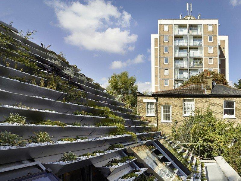 Garden House Under a 'Hanging-Basket' Roof Hayhurst (4)