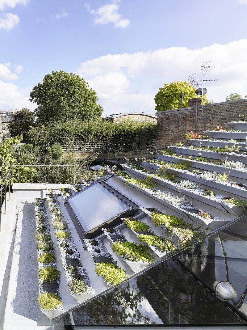 Garden House Under a 'Hanging-Basket' Roof Hayhurst (5)