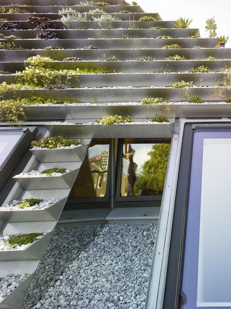 Garden House Under a 'Hanging-Basket' Roof Hayhurst (8)