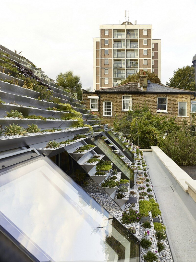 Garden House Under a 'Hanging-Basket' Roof Hayhurst (9)