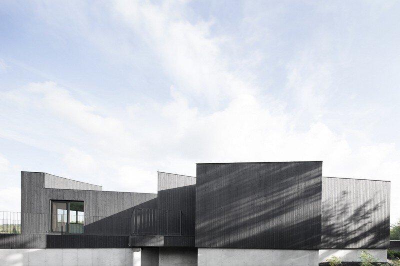 La Héronnière - Low Impact House Design by Alain Carle Architect (2)