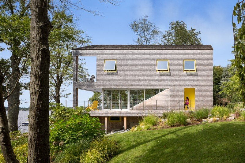 Lakehouse Designed to Maximize Views of the Lake