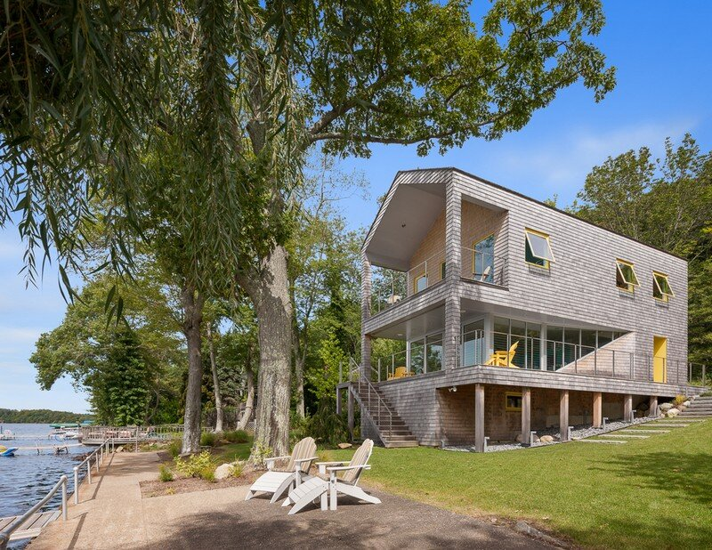 Lakehouse Designed to Maximize Views of the Lake (10)
