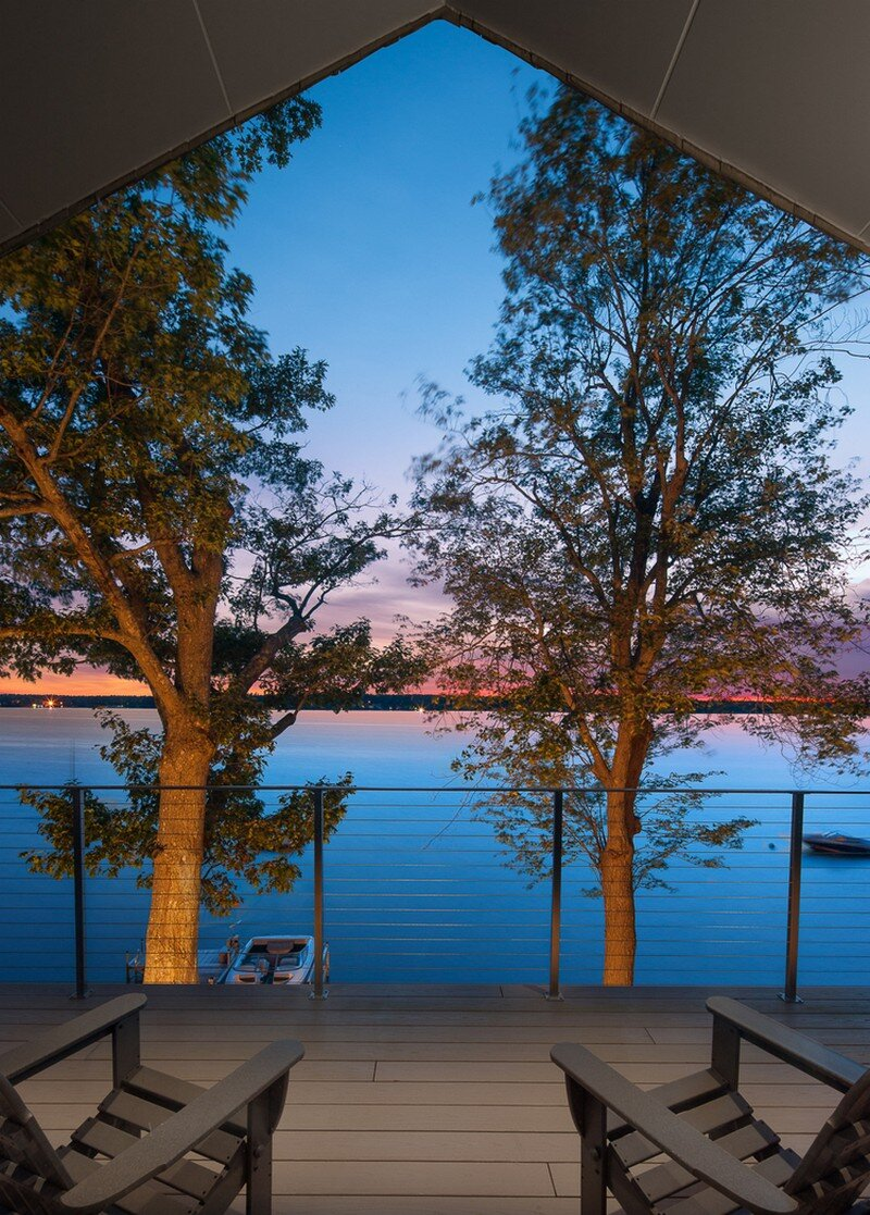 Lakehouse Designed to Maximize Views of the Lake (6)