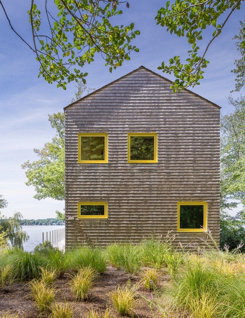Lakehouse Designed to Maximize Views of the Lake (9)