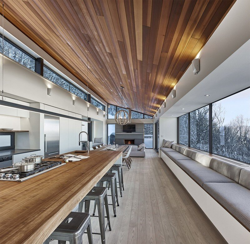 Laurentian Ski Chalet - Weekend Retreat Located on the Steep Slope of a Former Ski Hill (11)