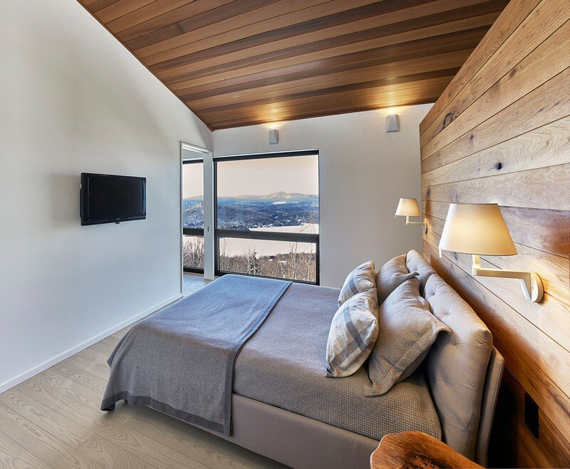Laurentian Ski Chalet - Weekend Retreat Located on the Steep Slope of a Former Ski Hill (15)