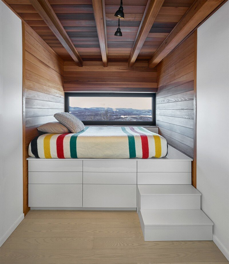 Laurentian Ski Chalet - Weekend Retreat Located on the Steep Slope of a Former Ski Hill (8)