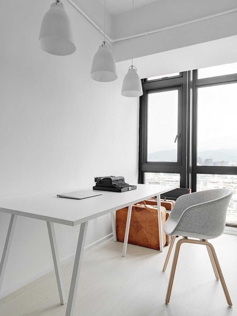 Minimalist White Apartment - Tsai Residence by Tai & Architectural Design (8)