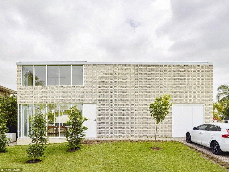 Naranga Avenue House by James Russell Architect (1)