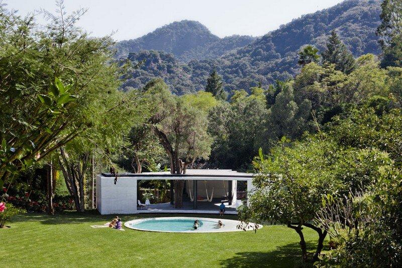Tepoztlan Lounge - Modern Concrete Bungalow by Cadaval & Sola-Morales 1 (5)