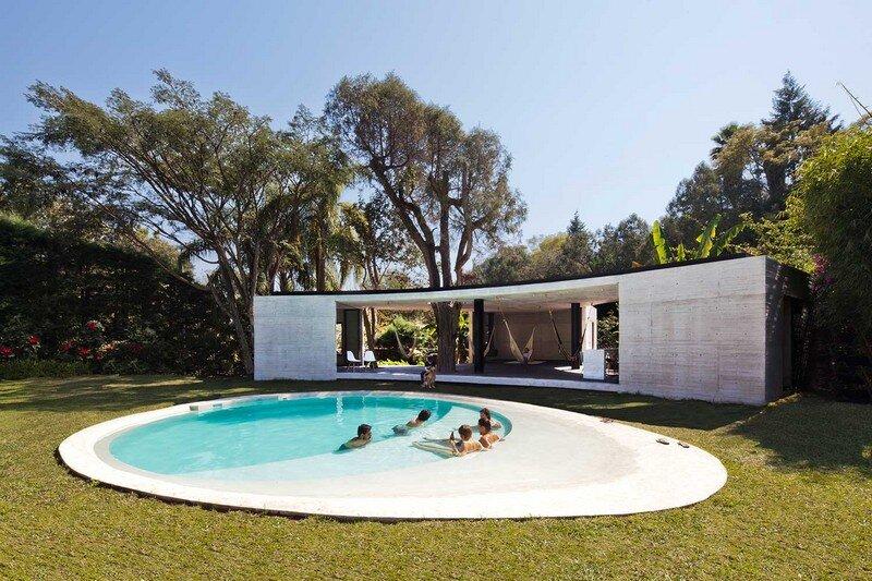 Tepoztlan Lounge - Modern Concrete Bungalow by Cadaval & Sola-Morales (1)
