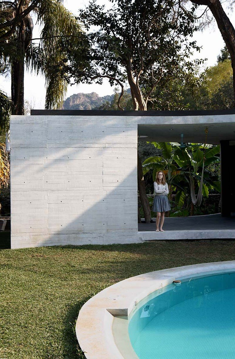 Tepoztlan Lounge - Modern Concrete Bungalow by Cadaval & Sola-Morales (10)