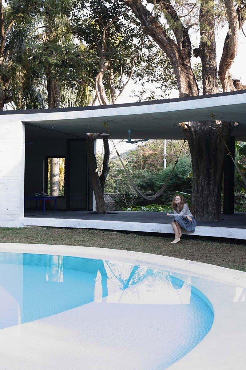 Tepoztlan Lounge - Modern Concrete Bungalow by Cadaval & Sola-Morales (11)
