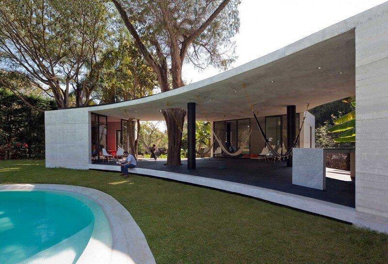Tepoztlan Lounge - Modern Concrete Bungalow by Cadaval & Sola-Morales (3)