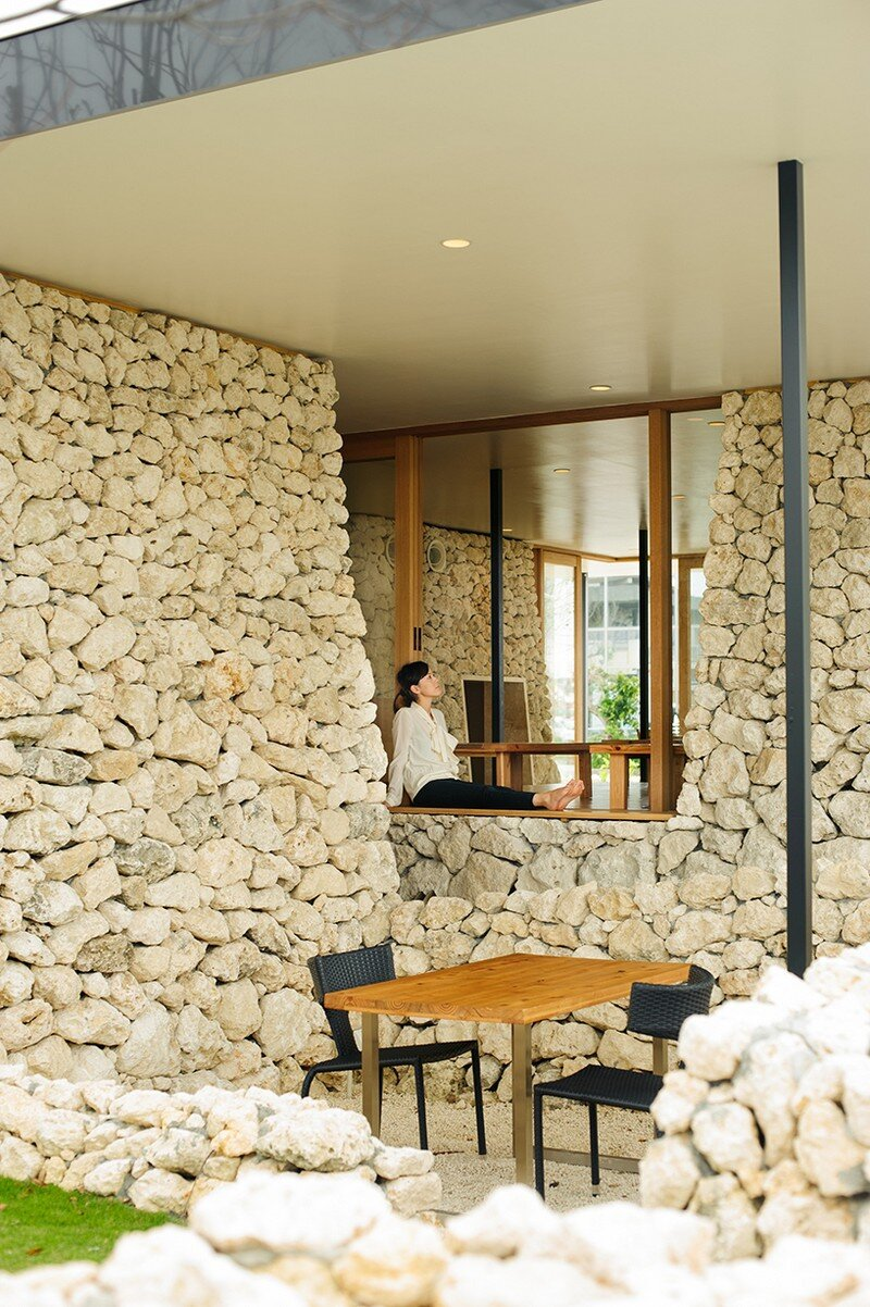 Itoman Gyomin Shokudo - A Restaurant Covered with Coral Limestone (11)