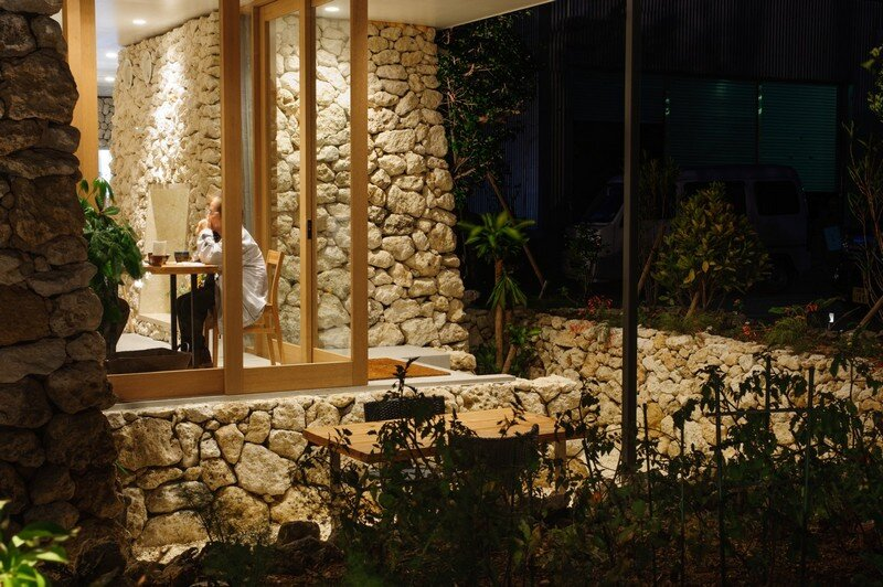 Itoman Gyomin Shokudo - A Restaurant Covered with Coral Limestone (7)