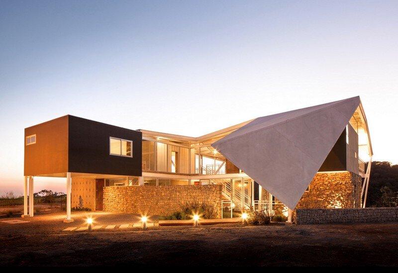 La Piscucha House in San Salvador / Cincopatasalgato 1
