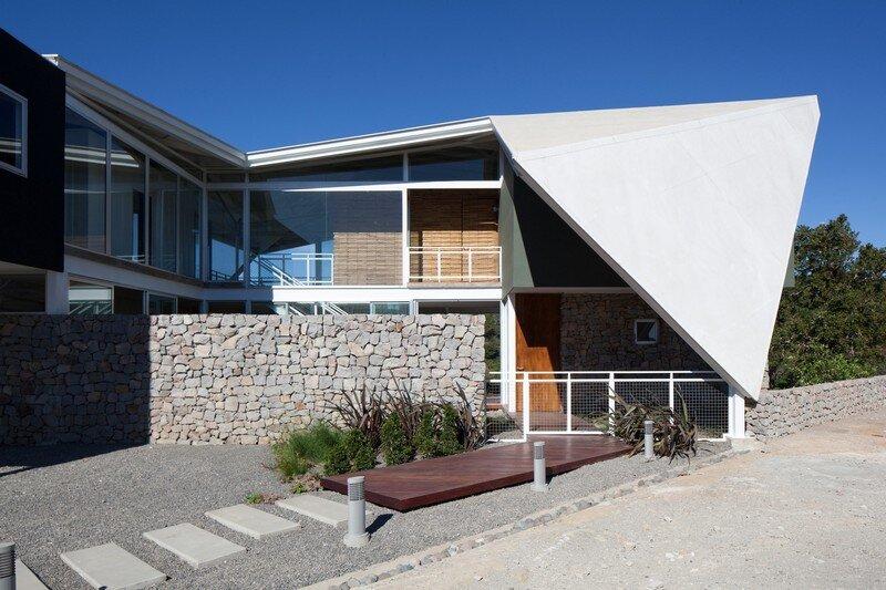 La Piscucha House in San Salvador / Cincopatasalgato 13