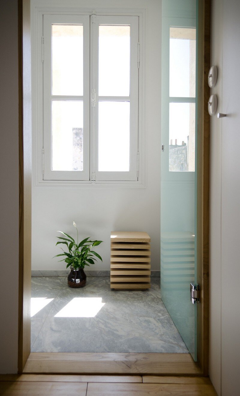 Small Bordeaux Apartment Revealing a Good Space Distribution 13