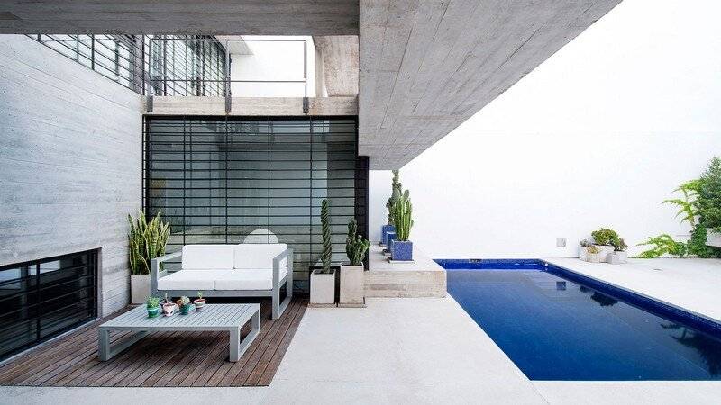 Two Houses Conesa in Buenos Aires / Besonias Almeida 18