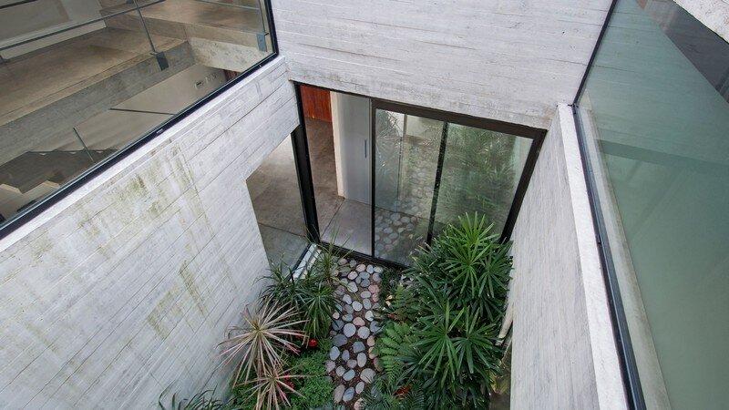 Two Houses Conesa in Buenos Aires / Besonias Almeida 15
