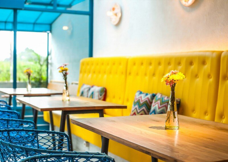 Yelo Eatery - Pop Interiors with Modern Industrial Vibe 5